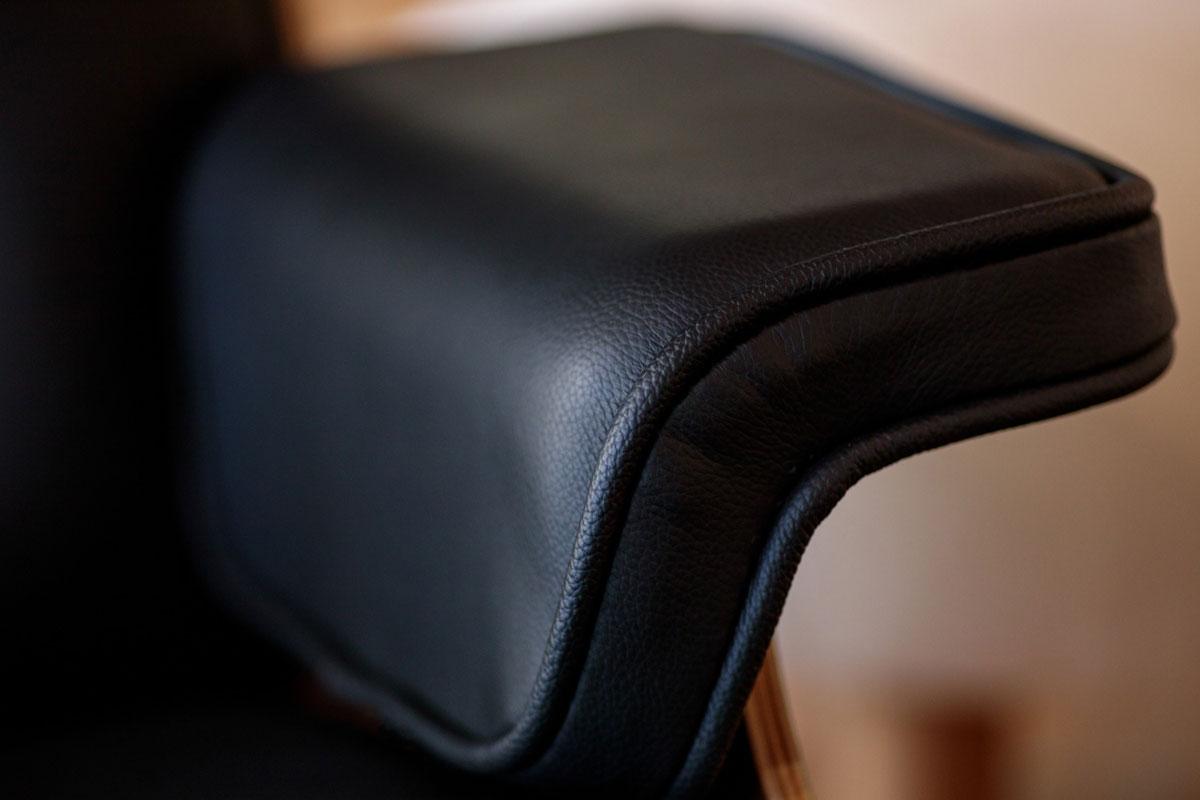 E-comfort イームズ ラウンジチェア&オットマン ローズウッド | アーム アップ