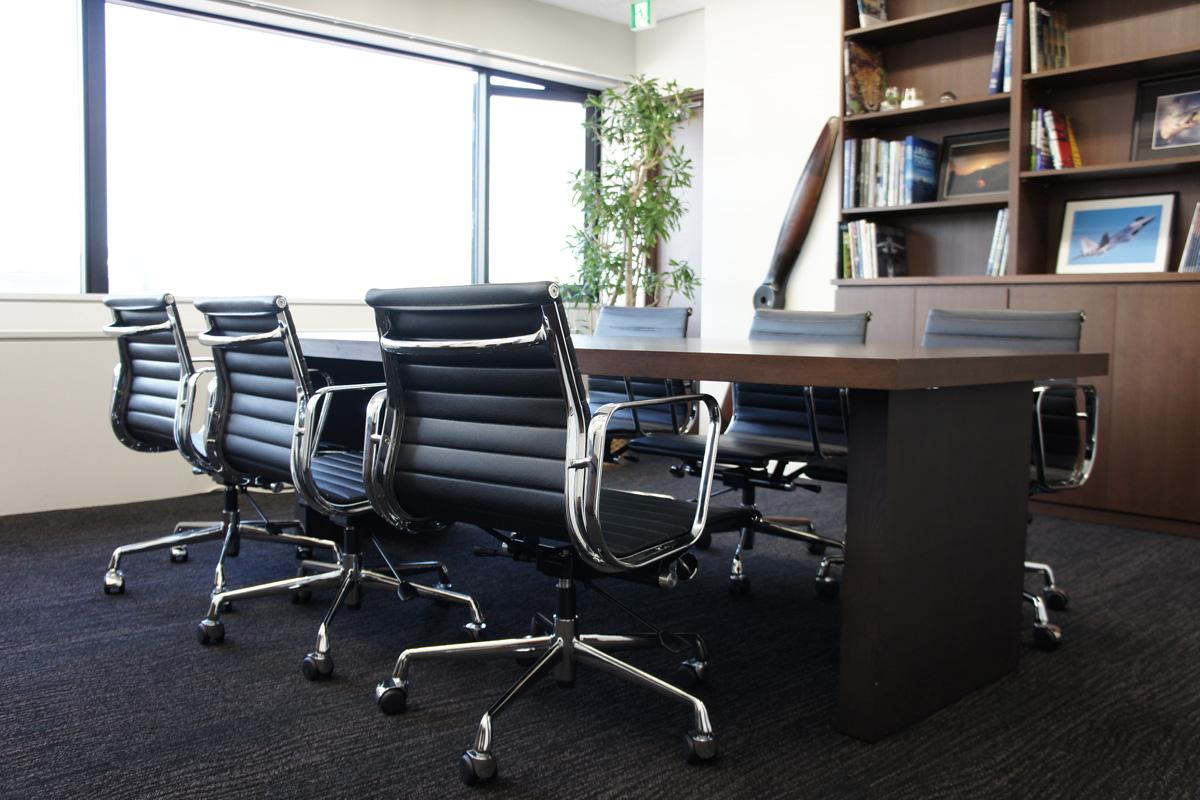 E-comfort アルミナムチェア マネジメントチェア フラットパッド 本革 | 設置例