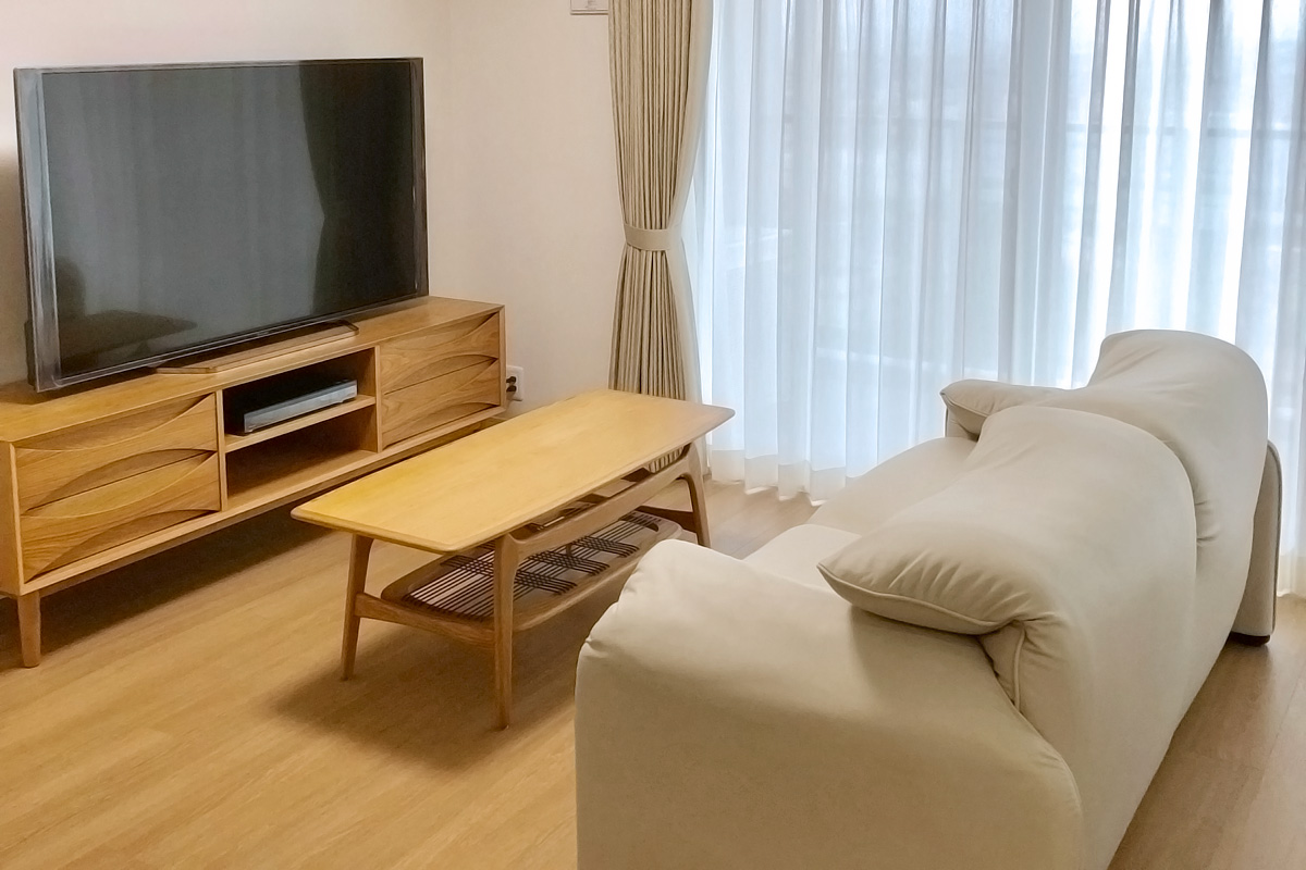 E-comfort 9348 ローテーブル オーク | 設置例 マラルンガソファ と アークTVボード との組合わせ