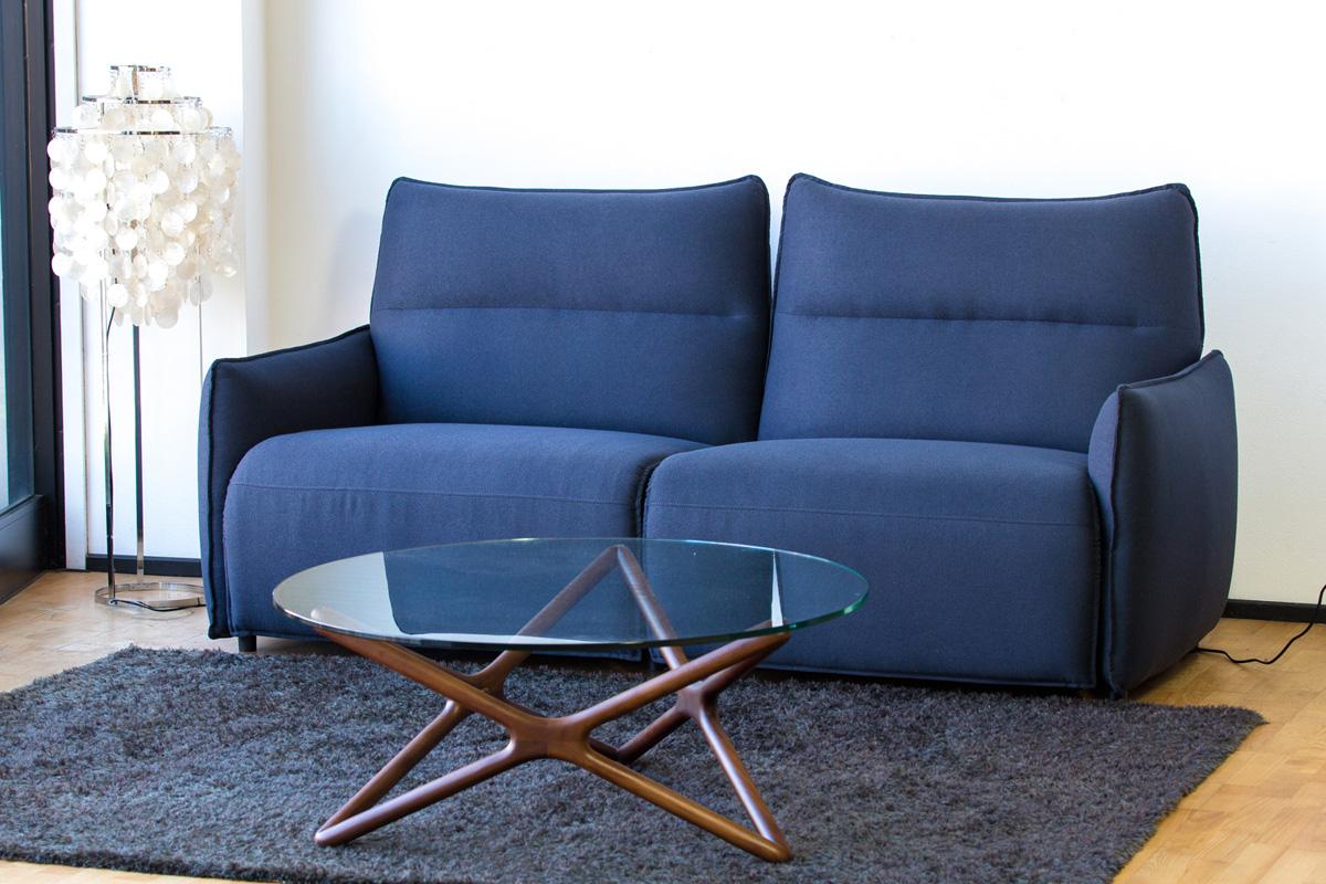 E-comfort 電動リクライニングソファ 2.5p ブルーグリーン | 設置例 トリプルX ローテーブル との組合わせ