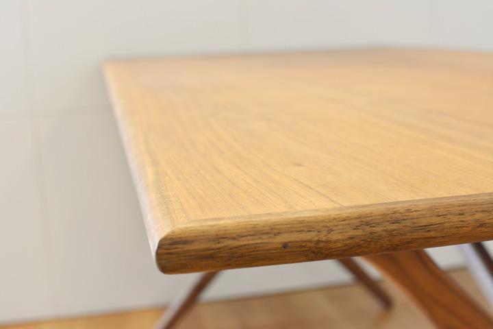 E-comfort クロスレッグテーブル ウォールナット | アップ