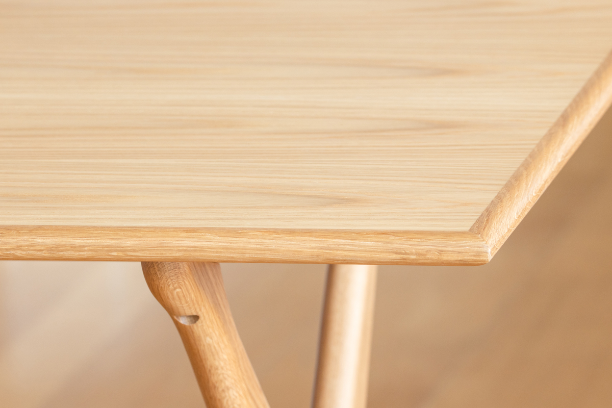 E-comfort クロスレッグテーブル オーク |
