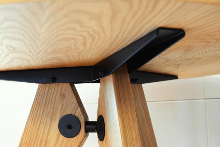 E-comfort ゲリドン テーブル Φ95 オーク | 接続部アップ