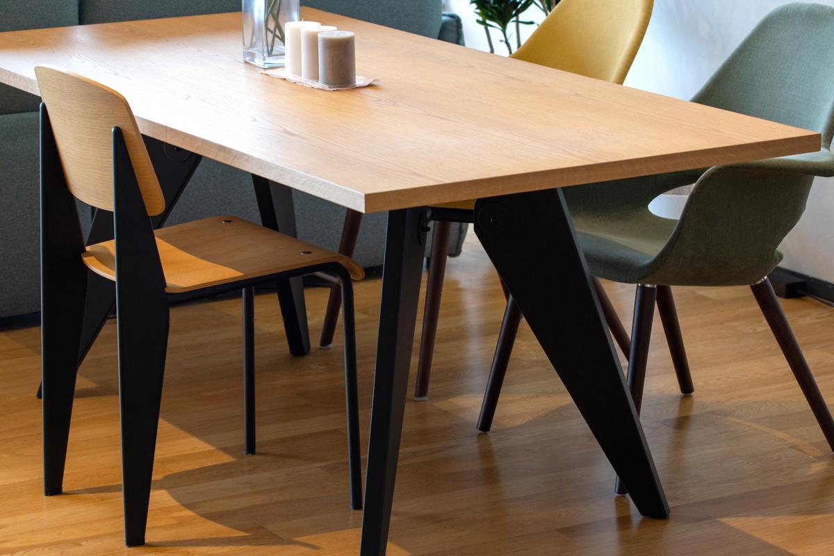 E-comfort ソルベイ テーブル 180cm オークxビーチ ブラック塗装 |