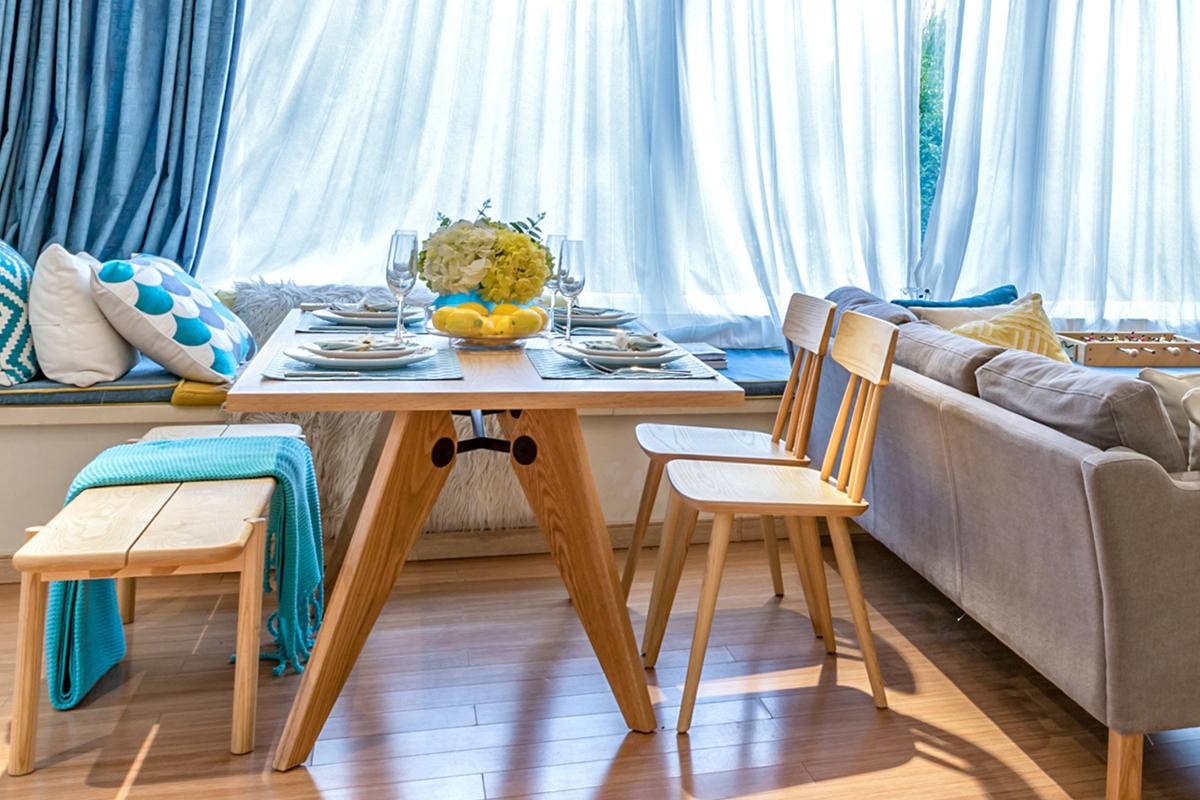 E-comfort ソルベイ テーブル 150cm オークxオーク | 設置例 551BENCH との組合わせ