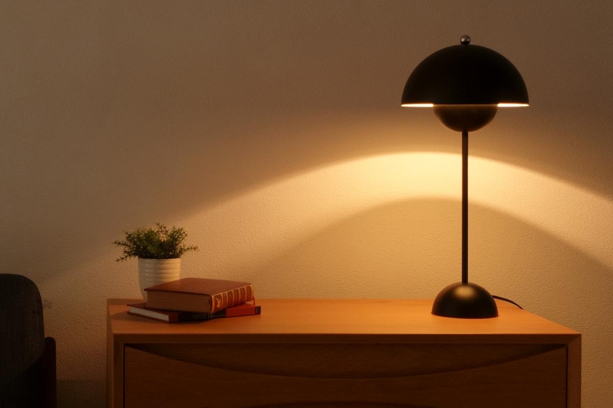 E-comfort フラワーポット テーブルランプ ブラック |