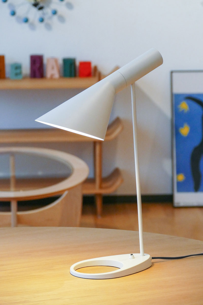 E-comfort AJテーブルランプ ホワイト |