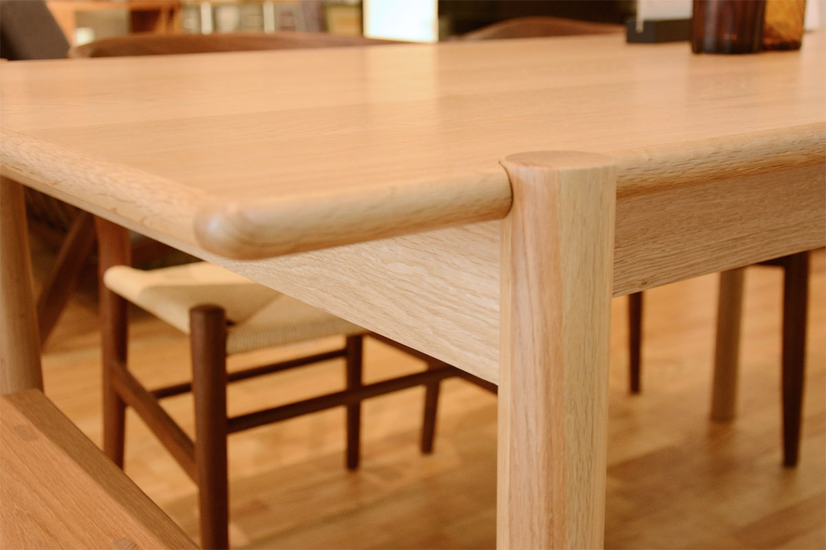 E-comfort アンドラ 丸脚ダイニングテーブル 160cm オーク |