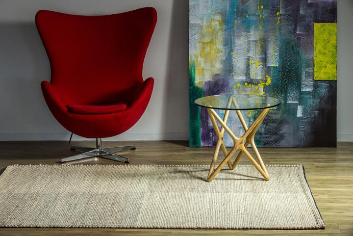 E-comfort アールノ 101 200x140cm ベージュ | 設置例 Eラウンジチェア と トリプルXサイドテーブル との組合わせ