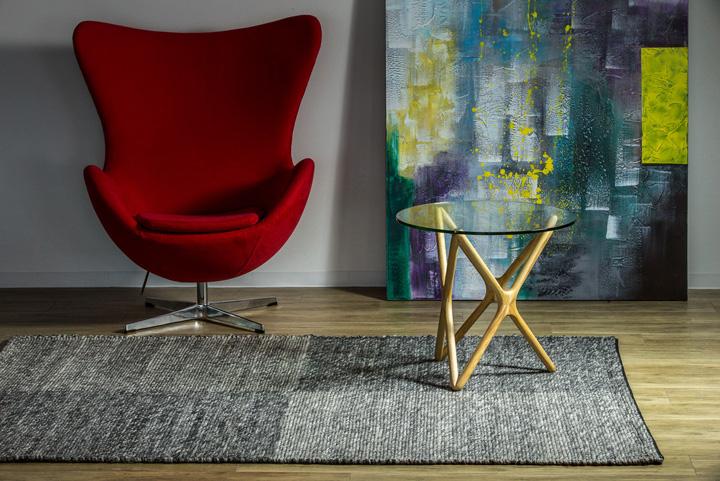 E-comfort アールノ 101 230x160cm グレー | 設置例 Eラウンジチェア と トリプルXサイドテーブル との組合わせ