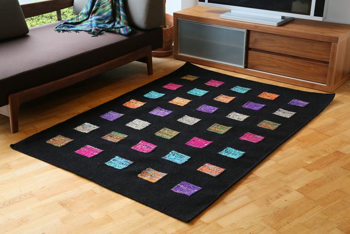 E-comfort ウール アート シルク ダリー FLORIDA BOX   200x140cm  ブラック マルチ | 設置例