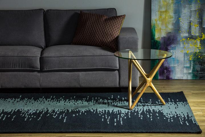 E-comfort イカット デザイン 200x140cm ダークミッドナイトブルー | 設置例 トリプルXサイドテーブル との組合わせ