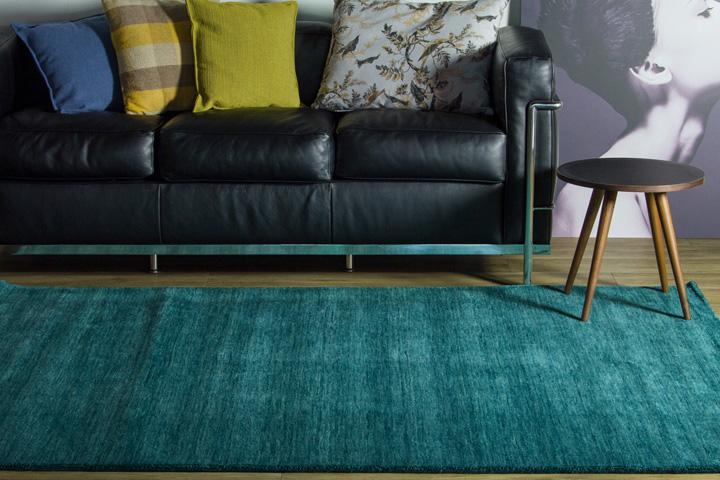 E-comfort 手織りウールラグ ルリバフ プレーン 200x140cm テールターコイズ