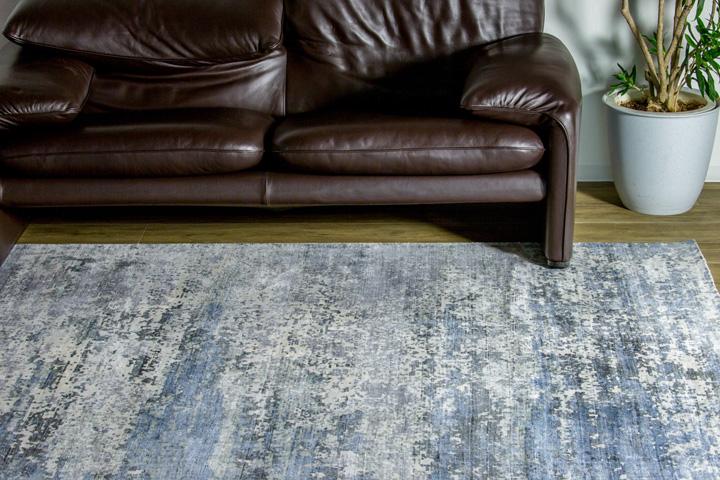 E-comfort ヴェローナ9018 230x160cm クラウディミックス | 設置例 マラルンガソファ との組合わせ