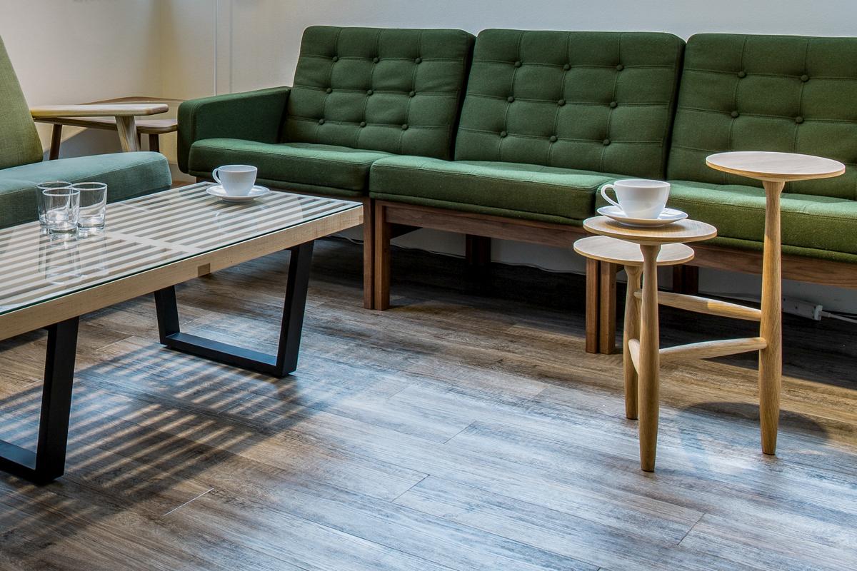E-comfort トリポッド テーブル ウォールナット | 設置例
