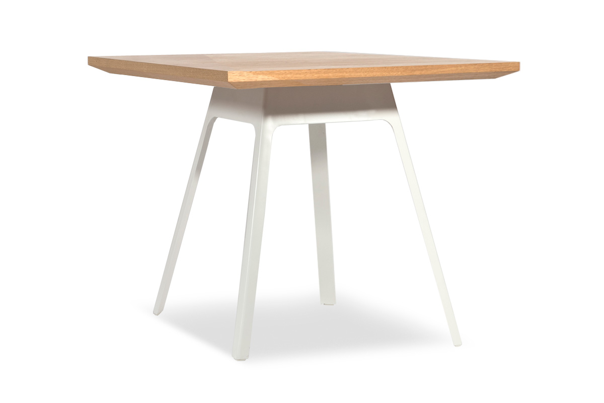 E-comfort ヤードバード テーブル 90 オーク | 斜め前