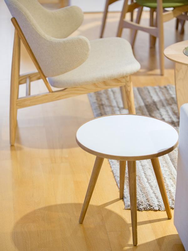 E-comfort SPUTNIK サイドテーブル A オーク | 設置例