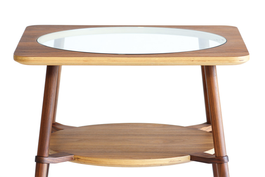 E-comfort カットアウト ローテーブル A ウォールナット | 正面アップ