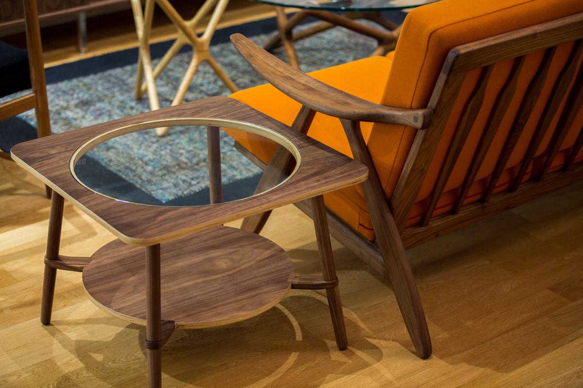 E-comfort カットアウト ローテーブル A ウォールナット | 設置例