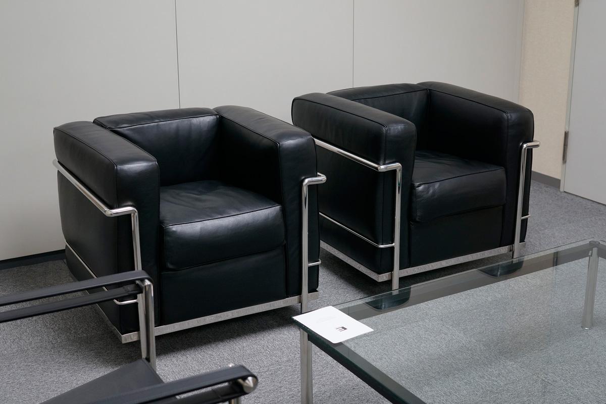 E-comfort LC2 ソファ 1人掛け 本革 | 設置例 LC10センターテーブル との組合わせ