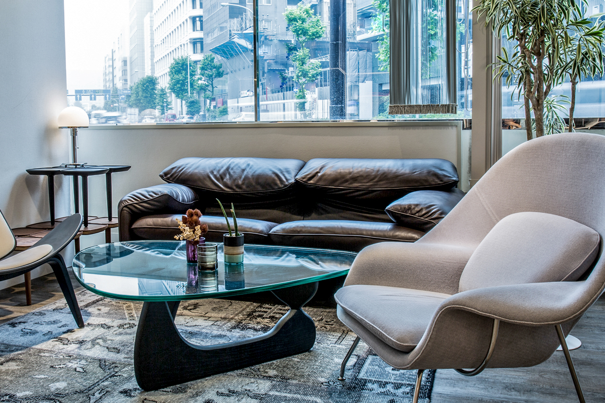 E-comfort マラルンガ ソファ ワイド2人掛け 本革 | 設置例 ノグチテーブル との組合わせ