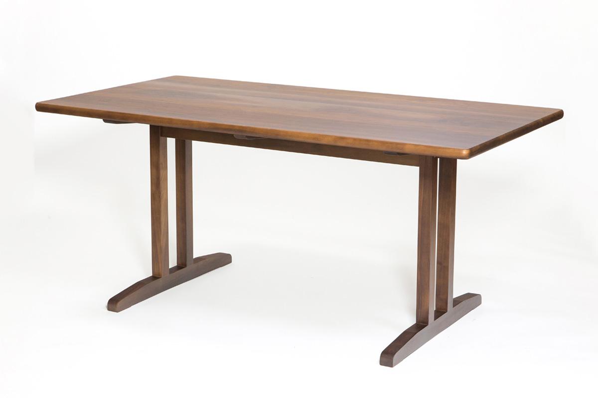 E-comfort C18 ダイニングテーブル 160cm ウォールナット | 斜め前