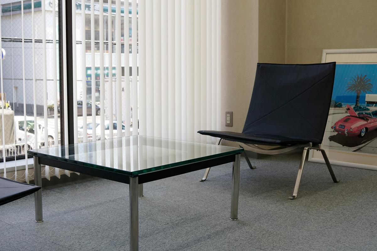 E-comfort LC10 センターテーブル 70cm | 設置例 PK22ラウンジチェア との組合わせ
