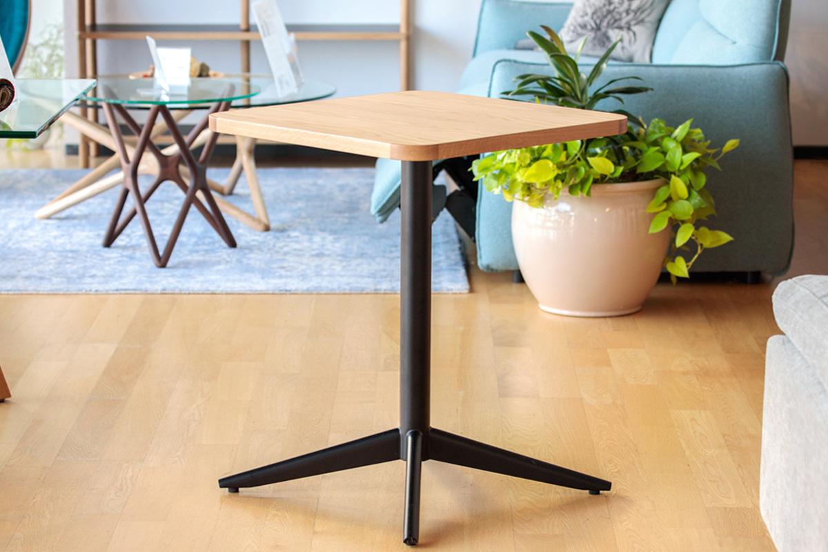 E-comfort ANGEL ペデスタル テーブル オーク | 斜め